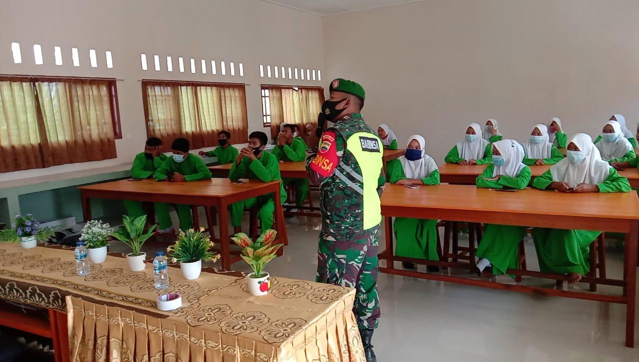 Babinsa Desa Harapan Jaya Sosialisasikan Geopark Natuna Kepada Siswa SMA Negeri I Bunguran Tengah