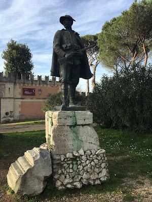 Alpino statua Canonica
