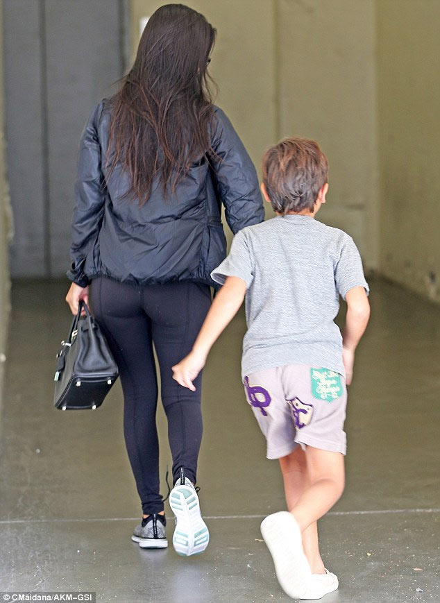 Kourtney replaces Kim Kardashian as mother of 3 steps out in LA