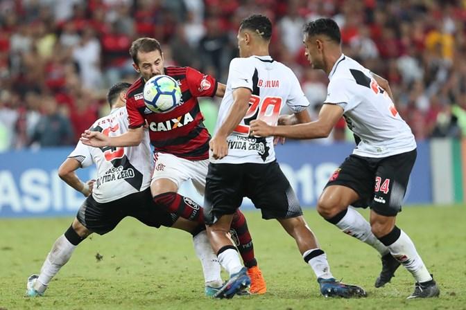 Abel Braga esboça time reserva para clássico contra o Vasco