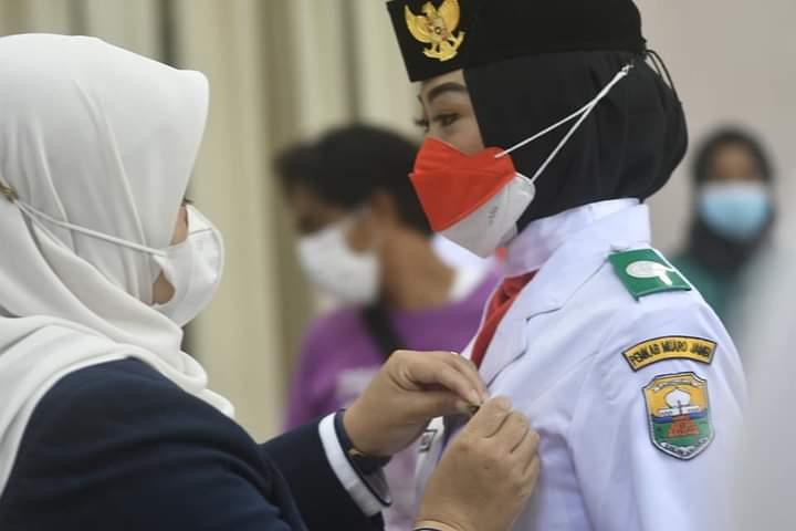 Bupati Masnah Kukuhkan Pasukan Pengibar Bendera Pusaka PASKIBRAKA Muarojambi