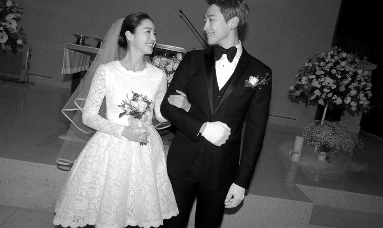 Rain y Kim Tae-hee durante su boda en Seúl