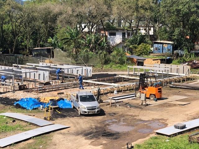 Construção de flutuantes da Travessia Cananéia - Continente acontece em Guarujá