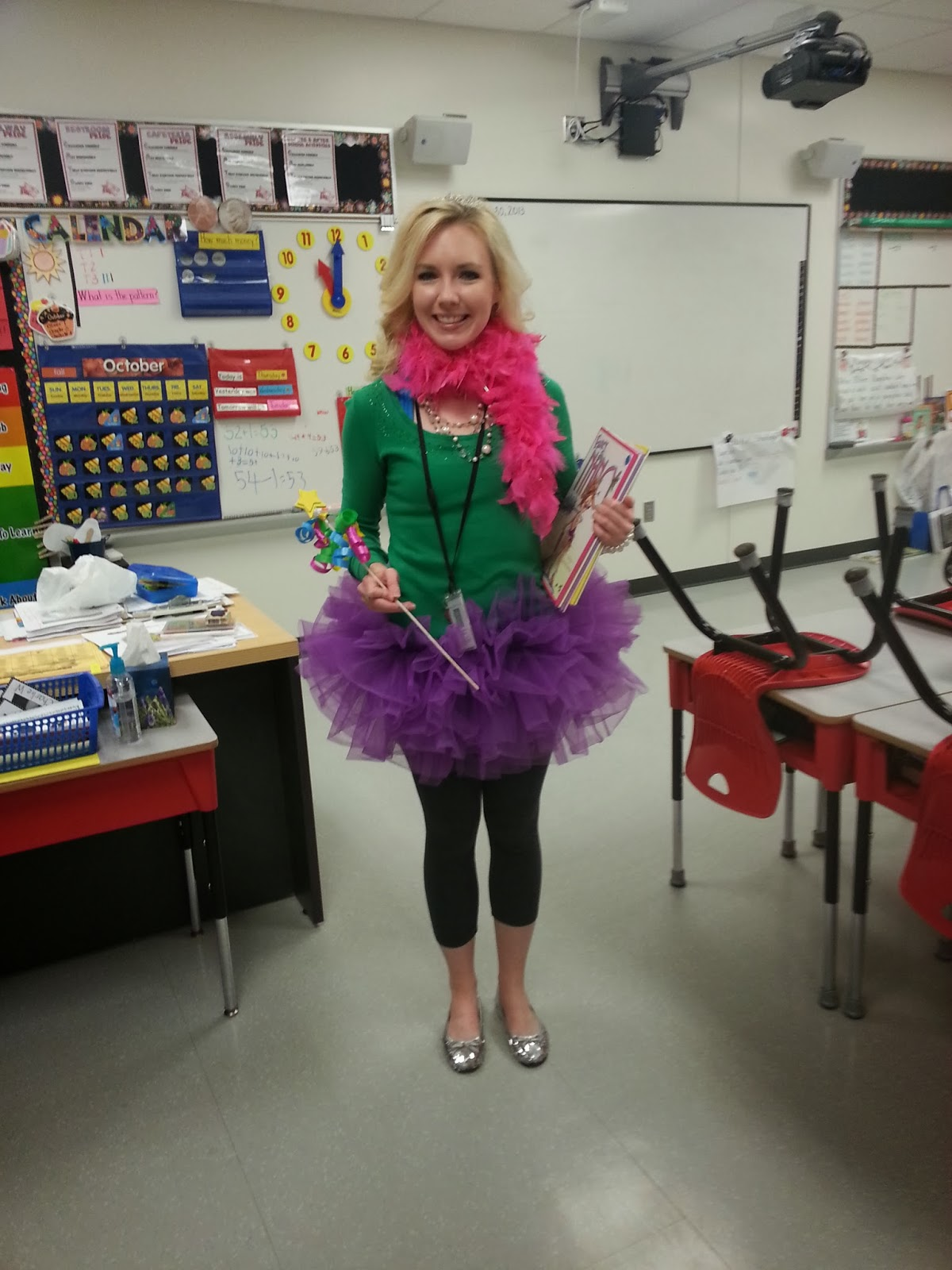 Fancy Nancy  sc 1 st  Second Grade Nest & Second Grade Nest: Dress Like a Book Character (Read Across America ...
