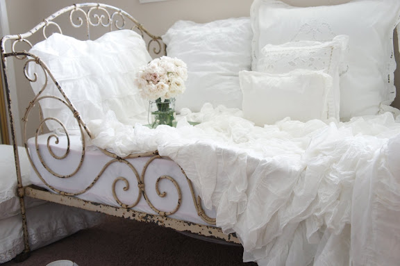 Sweet Young Journey French Daybed