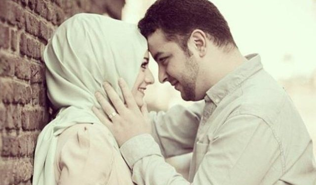 suami istri mesra bermesraan