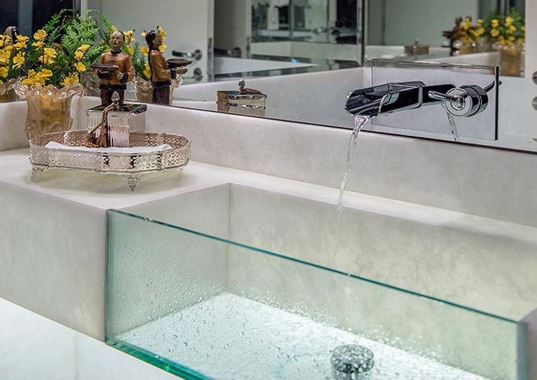 Cubas de vidro e acrílico em lavabos  veja modelos lindos!  Decor Salteado  -> Cuba De Vidro Para Banheiro Em Promocao