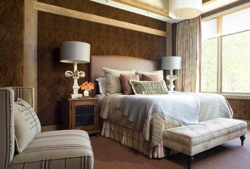 غرفة نوم بني وبيج