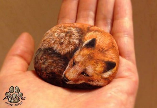 Seniman Jepang Ini Membuat Aneka Lukisan Hewan di Atas Batu, Kadang Mengajak Mereka Bebricara