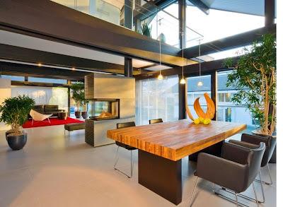 Perabot pembatas ruang makan