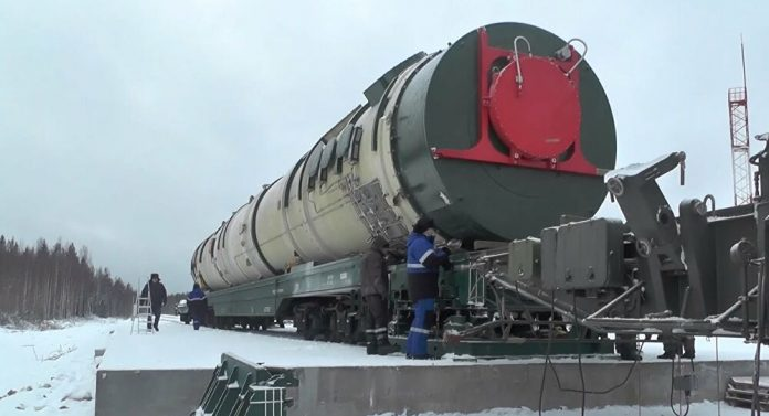 Το υψηλής τεχνολογίας οπλοστάσιο της Ρωσίας παρουσίασε ο Πούτιν