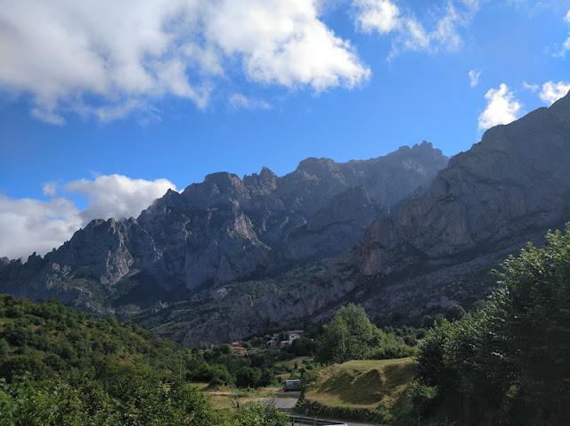 Macizo central de los Picos de Europa desde Posada de Valdeón