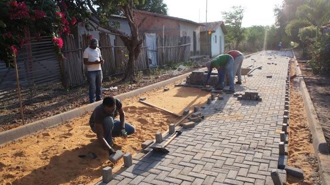 INFRAESTRUTURA – Começa implantação de piso intertravado no bairro Teso Duro