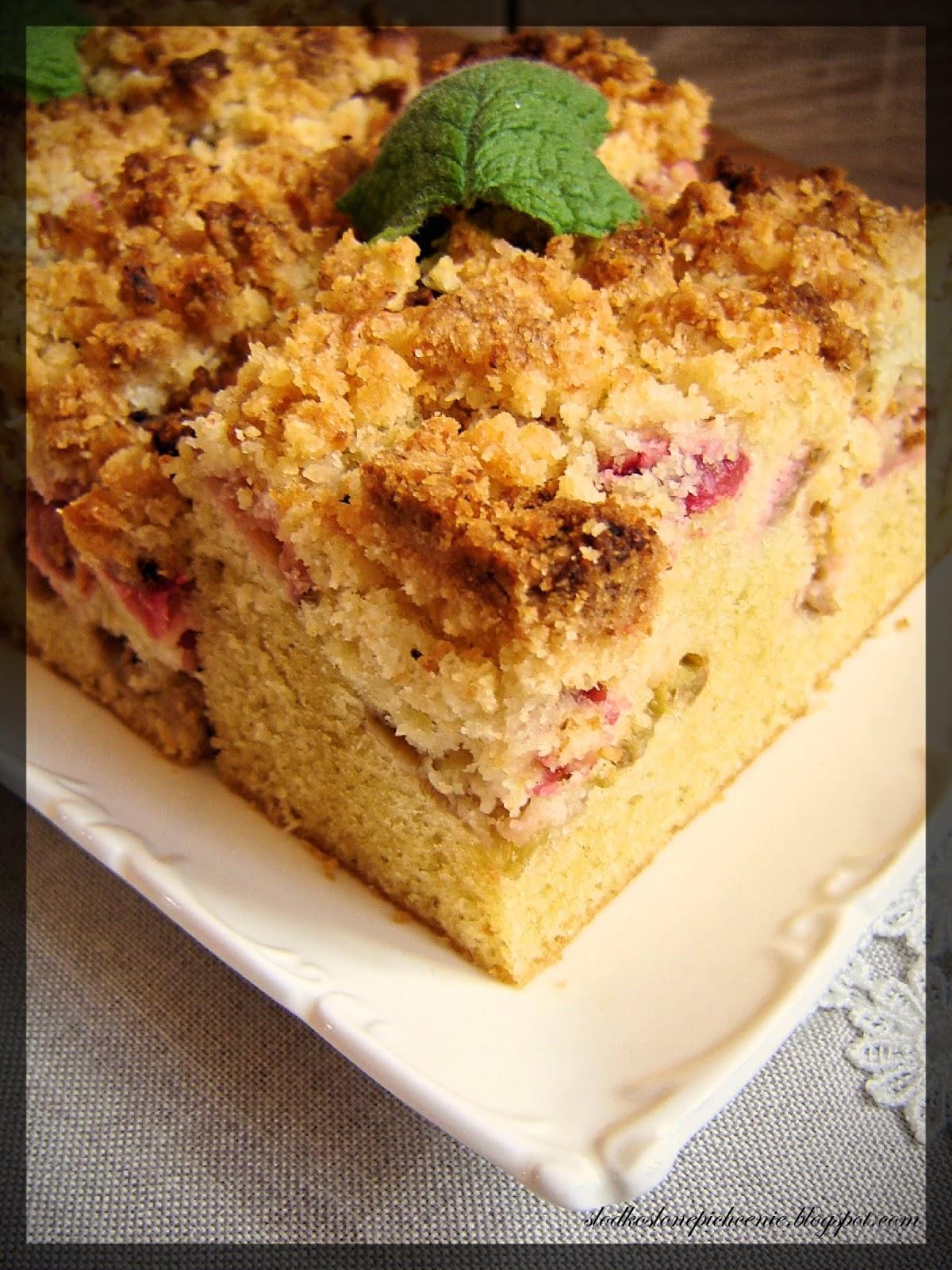 Ciasto z rabarbarem i kokosową kruszonką