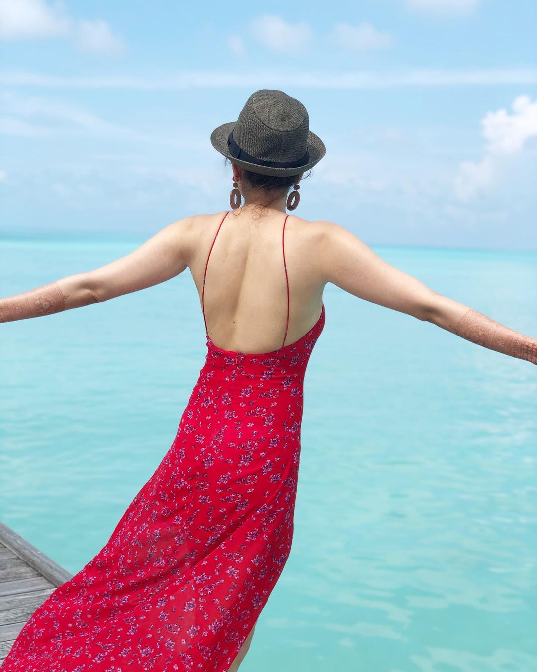 Celeb Pics: Kajal Honeymoon Pictures Red Hot