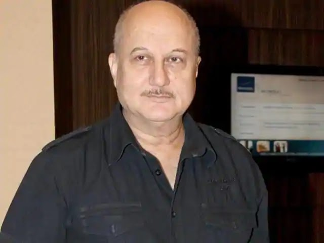 anupam-khers-haircut-done-by-brother-amid-lockdown-video-surfaced