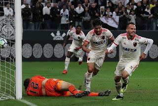 Flamengo vence Corinthians com três gols no Itaquerão