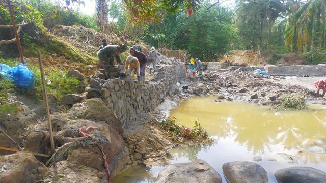 Pembangunan Tanggul Air Pada Pra TMMD Ke-112 Kodim 0207/Simalungun Kompak Dengan Masyarakat