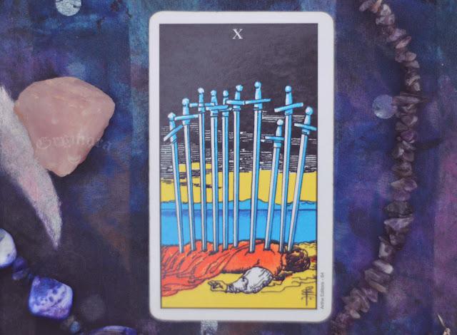 Saiba o significado da Carta do 10 de Espadas no Tarot do amor, dinheiro e trabalho, na saúde, como obstáculo ou invertida e como conselho.