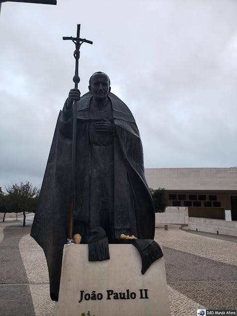 Estátua do Papa João Paulo II na Praça dos Papas - o que fazer em Fátima