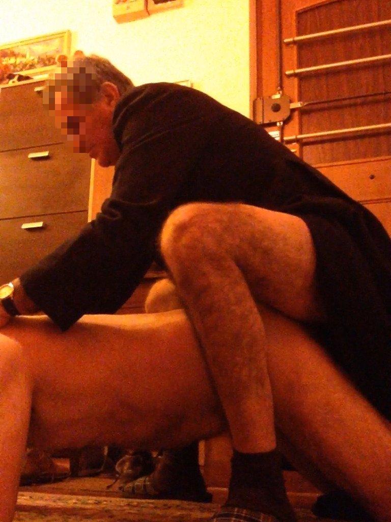 sacerdote teniendo sexo