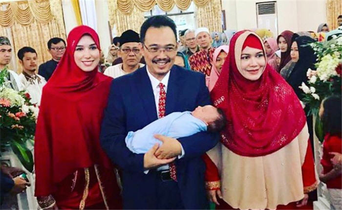 Didampingi Istri Pertama, DR Syafii Antonio Sambut Kelahiran Anak Pertama dari Istri Kedua