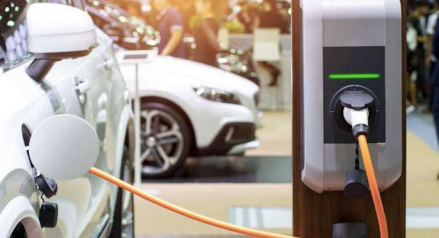 Conseils pour entretenir une voiture électrique et hybride