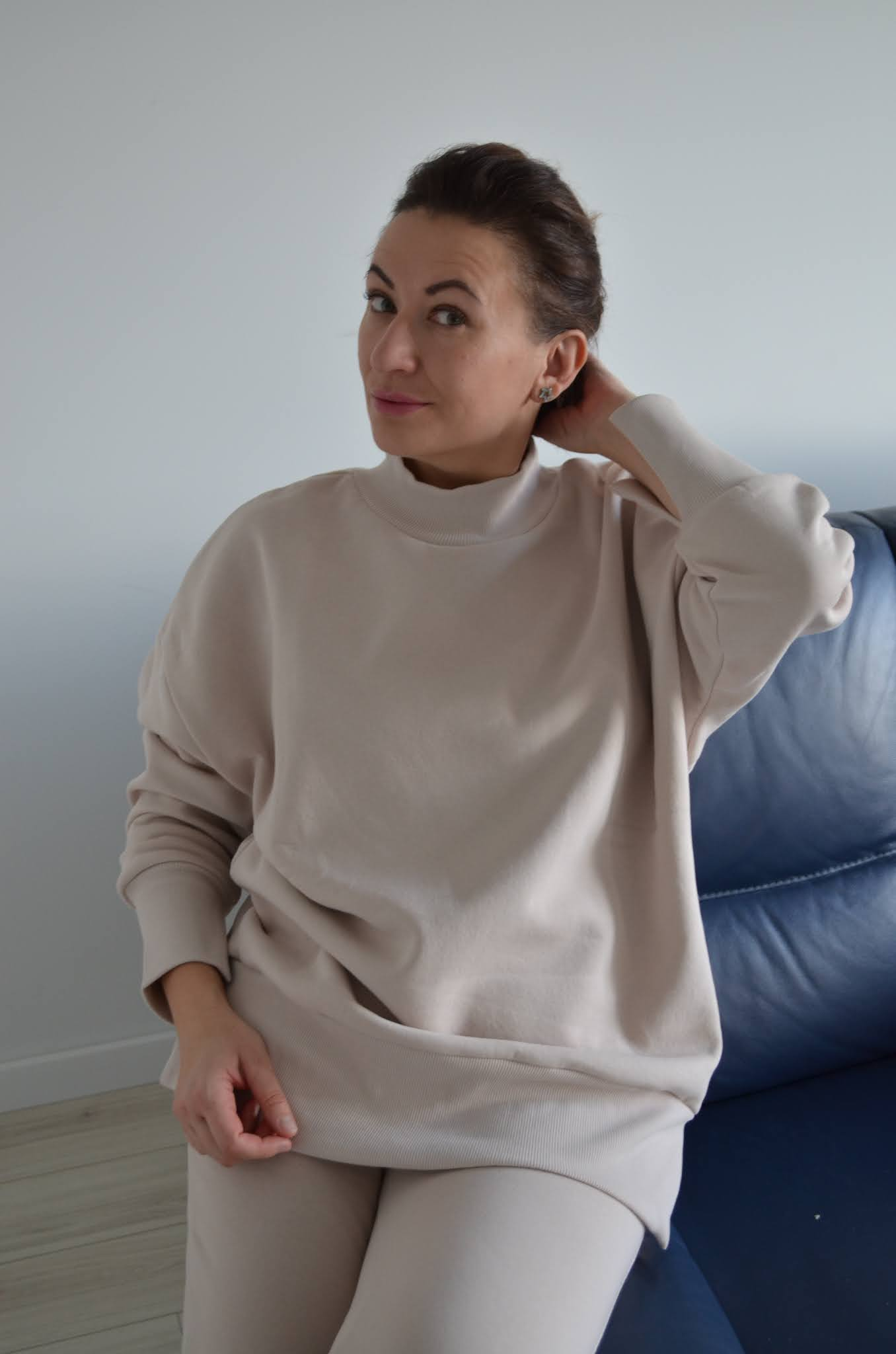 bloggerowy blog roku,plebiscyt na blog modowy,moda,Fashion,dres Laurella,komplet dresowy,piaskowy dres,damski dres,stylizacja po domu,modnie,wygodnie,stylowo w dresie,