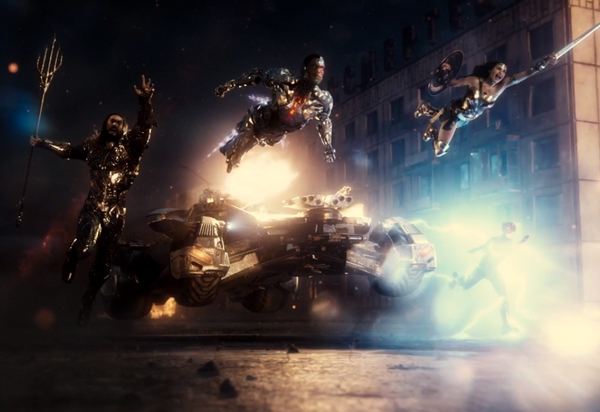Aquaman (Jason Momoa), Cyborg (Ray Fisher), Batman (in the Batmobile), Wonder Woman (Gal Gadot) and The Flash (Ezra Miller) are out to save the world in ZACK SNYDER'S JUSTICE LEAGUE.