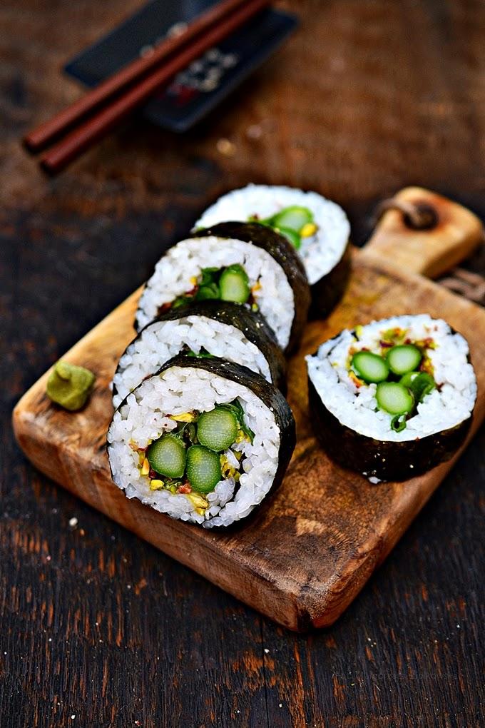 W ramach tygodnia wegańskiego, który nadal trwa...sushi z zielonymi szparagami:)