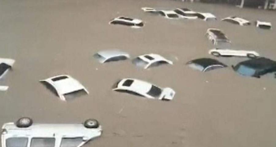"""Impactantes videos de las inundaciones en China: """"Esta lluvia se ve una vez cada cien años"""""""