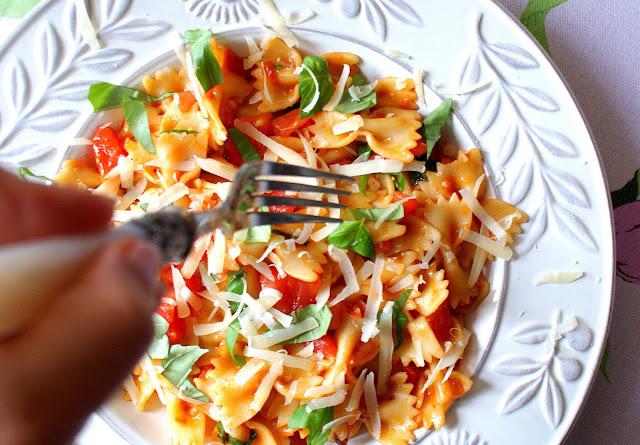 barilla,makaron durum,pszenica durum,przepis na dania z makaronu,kuchnia śródziemnomorska,z kuchni do kuchni,al dente co to znaczy,farfalle,makaron z pomidorami,pasta con pomodoro, najlepszy blog kulinarny,kuchnia włoska
