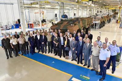 CNH Industrial recebe embaixadores e adidos militares na fábrica da Iveco Veículos de Defesa em Sete Lagoas