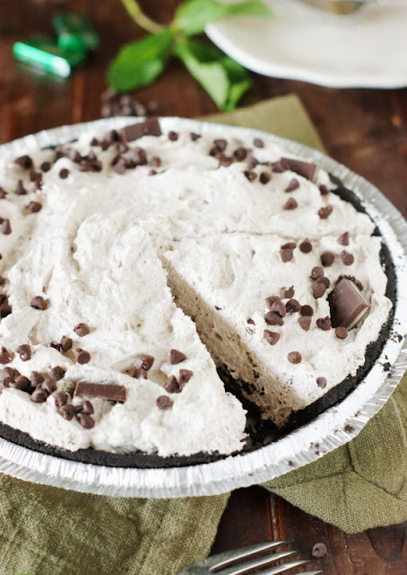 No-Bake Mint Chocolate Chip Pie ~ with just 10 minutes, you can whip up this delicious minty dessert!   www.thekitchenismyplayground.com