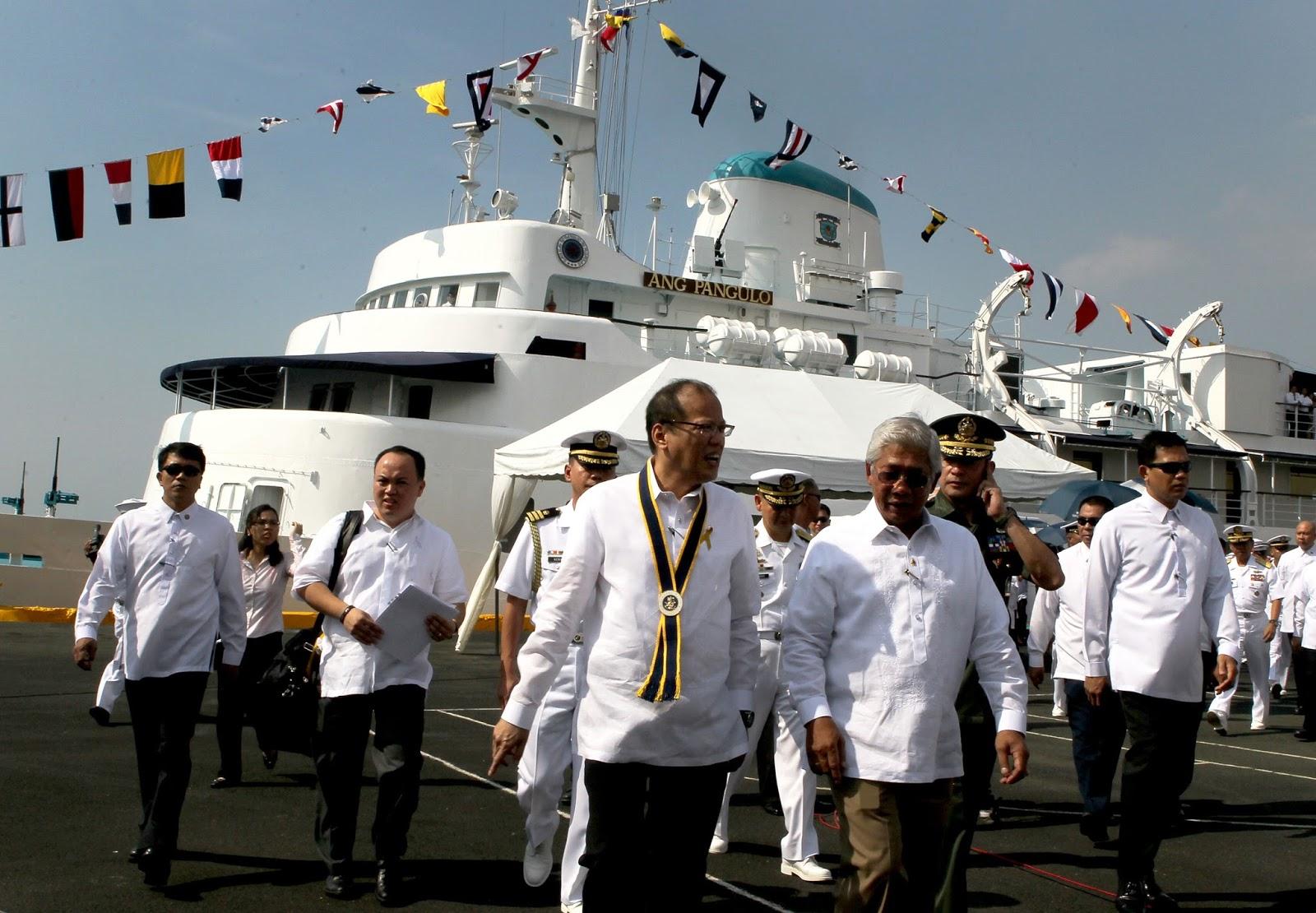 President Aquino inspects BRP Ang Pangulo.