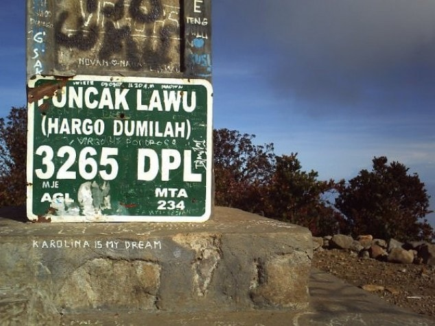 Lawu Mountain Peak Sign Hargo Dumilah 3265 DPL