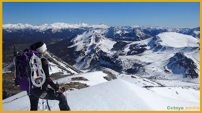 Nieve en la cumbre del Pico Valjarto en el Macizo del Mampodre.
