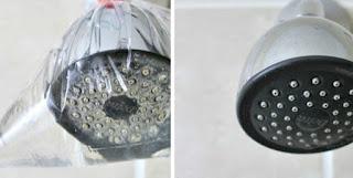Bersihkan kerak shower dengan cuka