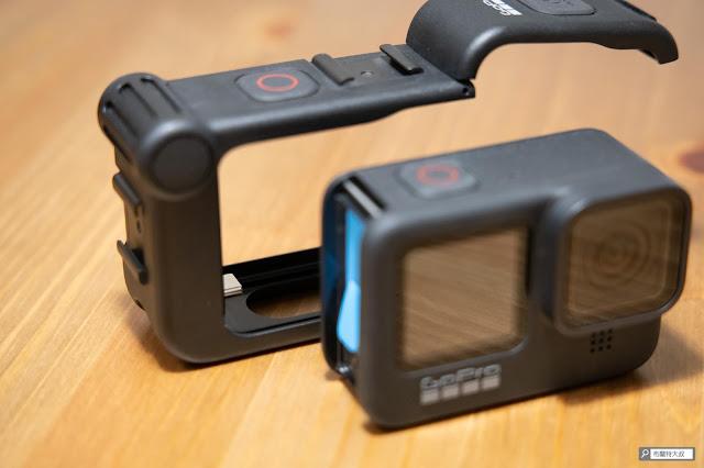 【開箱】發揮 GoPro 攝影機完整擴充能力 - Media Mod 媒體模組 - 卸下 GoPro 電池艙門,才能安裝 Media Mod 媒體模組