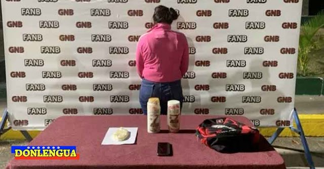 Mujer detenida por llevar 1,5 kilos de droga en frasco de champú