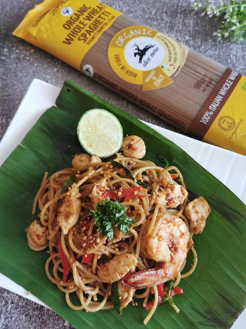 Spaghetti Pad Thai dengan Pasta Gandum Penuh