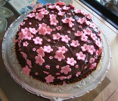 ideia bolo aniversario simples decorar decoração cobertura como faz fazer dica niver festa feminino mulher menina menino adulto infantil homem masculino facil brigadeiro