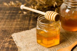 برطمان زجاجي من العسل الابيض