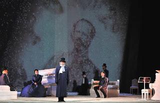 Foto di Lorenzo Gaudenzi tratta dalla scena finale dell'opera Risorgimento! Licenza Creative Commons