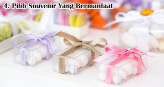 Pilih Souvenir Yang Bermanfaat adalah salah satu tips memilih souvenir pernikahan