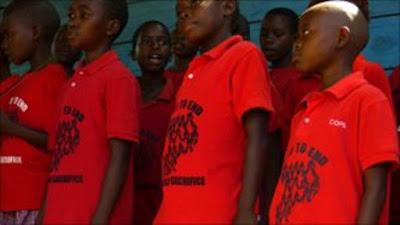 Niños rescatados de la élite molochiana inglesa. Fuente: Reuters