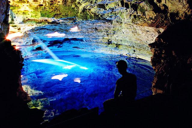 O Poço Encantado é um dos cartões-postais da Chapada Diamantina (Foto: Reprodução/Wikipedia)