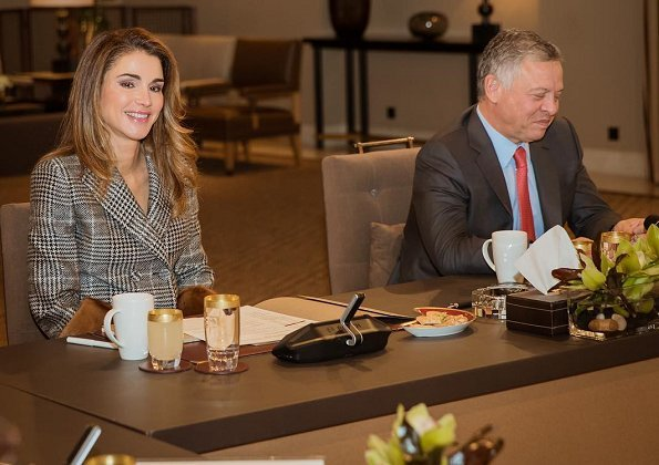 Queen Rania wore Fendi Glen plaid jacket and Tom Ford pumps, and carried Celine 'Clasp' Calfskin medium handbag