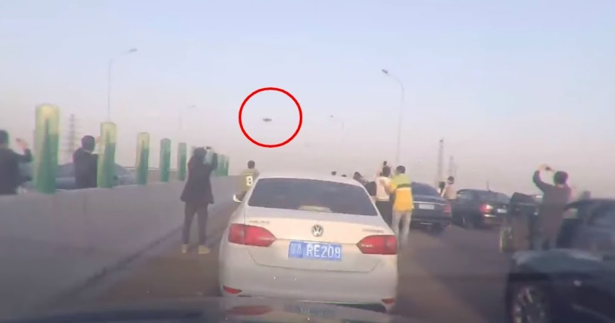 People In China Stopped Their Cars On Highway To Film UFO