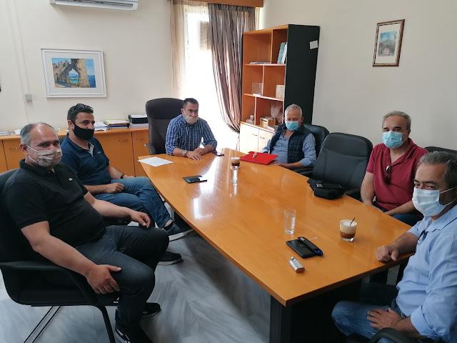 Ο Δήμαρχος Πάργας κ. Ζαχαριάς συναντήθηκε με τον Δρ. Ευάγγελο Νικολάου Προϊστάμενο Π.Μ. Ηπείρου της ΕΑΓΜΕ και τους καθηγητές Σεισμολογίας του Τμήματος Γεωλογίας του Πανεπιστημίου Πατρών Δρ. Σώκο Ευθύμιο και Δρ. Παλιάτσα Δημήτριο, προκειμένου να βρεθεί η κατάλληλη θέση για την εγκατάσταση νέου σεισμογράφου στην περιοχή που θα βελ-τιώσει το υφιστάμενο δίκτυο.